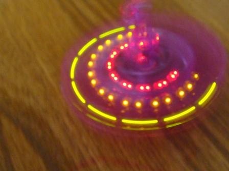 光る独楽が回っている様子をサイバーショット・cyber-shot DSC-T100で撮影